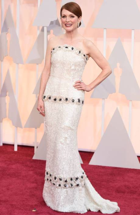 Julianne Moore wears  Chanel