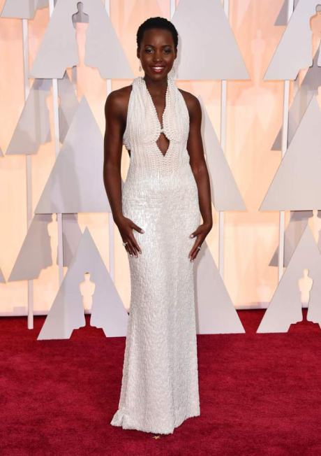 Lupita Nyong wears Calvin Klein made of 6,000 pearls.
